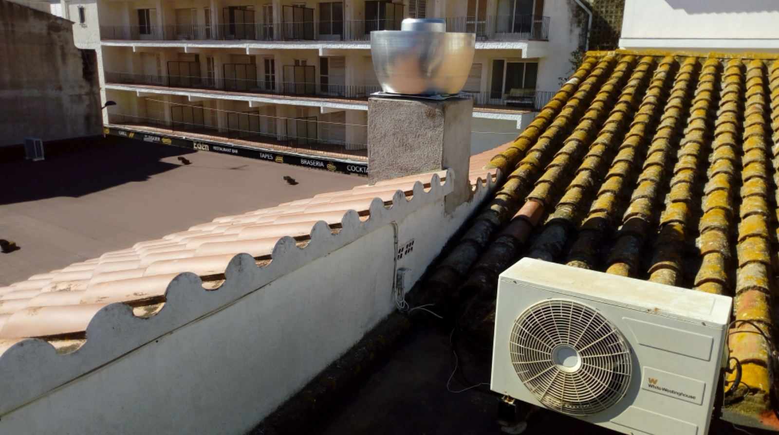 Bar cantonada estartit xemeneia teulat